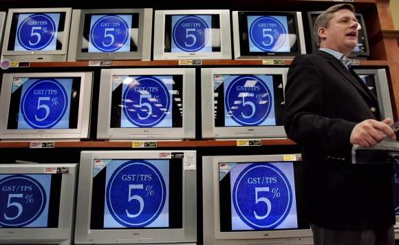 Stephen Harper promises two-point cut in GST in 2005. REUTERS/J. P. Moczulski