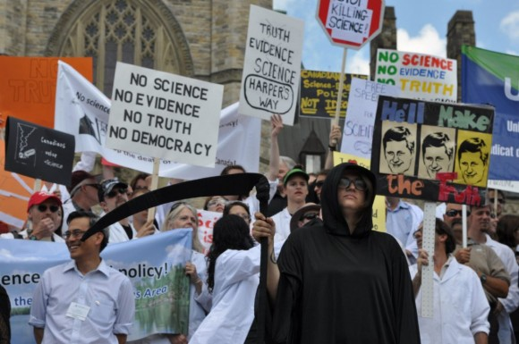 Scientists and academics gather on Parliament Hill on July 10, 2012 to protest Conservative budget cuts they say undermine evidence-based policymaking. (Toronto Star / Bruce Campion-Smith)