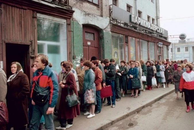 Picture of Soviet Union citizens lined up to receive services. A sight that is a direct consequence of their societies failure to pursue liberty and individual liberties.