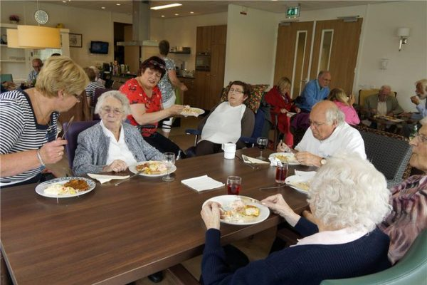 Picture of nursing home dining hall.